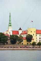 Blick ueber die Daugava auf das Rigaer Schloss  Lettland