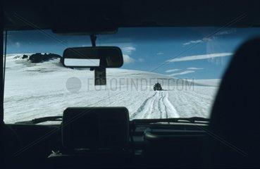 Autotour Blick durch die Frontscheibe