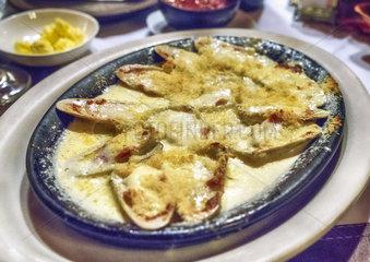 Venusmuscheln mit Parmesankaese