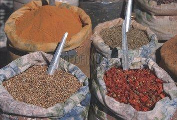 Saecke mit Gewuerzen auf einem Bazar