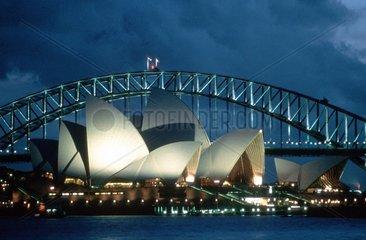 Nachtaufnahme der Oper von Sydney