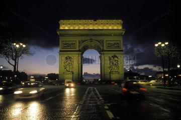 Arc de Triomphe bei Nacht
