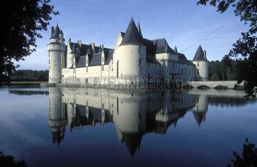 Wasserschloss spiegelt sich in der Loire