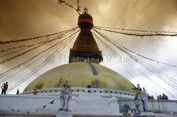 Tempel mit Gebetsfahnen