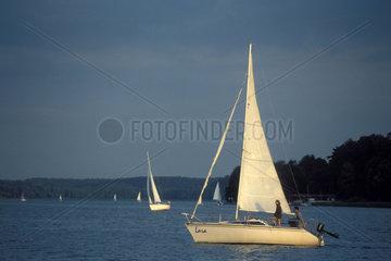 Segelboot auf einem See