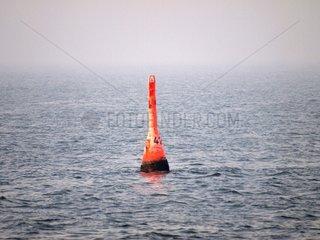Eine Boje im Meer