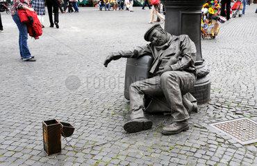 Bettler als Lebende Statue