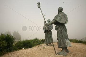Skulptur zweier Pilger auf dem Jakobsweg - Camino de Santiago