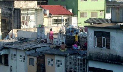 Kinder in einem Slum