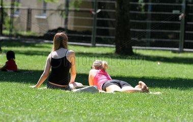 Frauen in einem Park