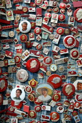 Personenkult: Mao Zedong Anstecknadeln