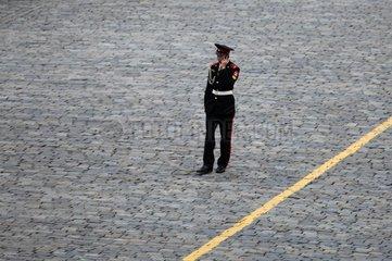 Russischer Soldat beim telefonieren