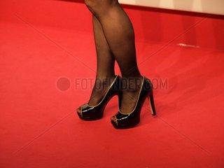 Promi auf einem roten Teppich