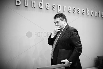 Sigmar Gabriel on cutting child benefits of EU citizens