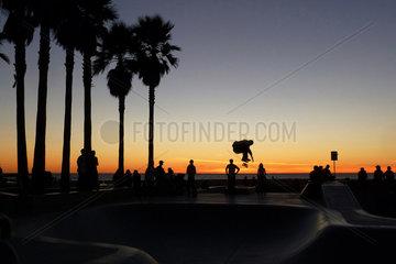 Los Angeles  USA  Sonnenuntergang am Ocean Front Walk