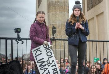 Berlin  Deutschland - FridaysForFuture  Greta Thunberg und Luisa Neubauer