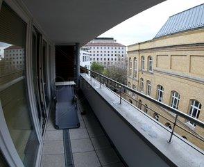 Liege auf einem Balkon