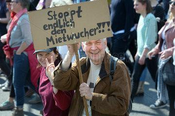 Berlin  Deutschland - Gemeinsam gegen Verdraengung und Mieterwahnsinn