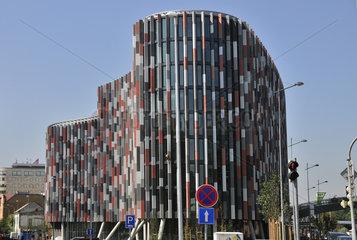 Modernes Buerogebaeude in Prag