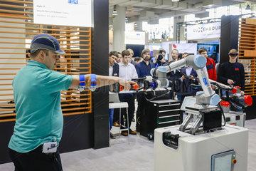 Cobot  Mensch Maschine Kooperation  Hannover Messe  Deutschland  Europa