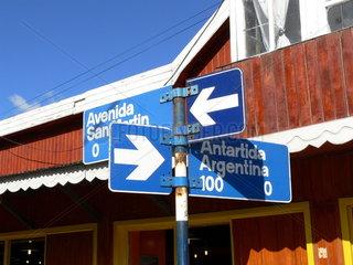 Argentinien  Patagonien: Hinweisschild zur Antarktis in Ushuaia