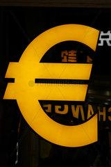 Hong Kong  China  Waehrungszeichen Euro