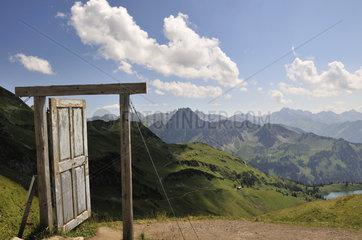 Kunstwerk Porta Alpinae am Zeigersattel beim Nebelhorn