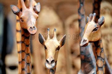 Suedafrika Tourismus: Handgeschnitzte Giraffen