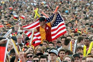 US-Fussballfan auf der Berliner Fanmeile am 26.06.2014