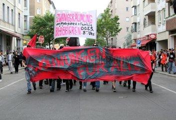 Demo gegen Mietsteigerung und Zwangsraeumungen in Berlin