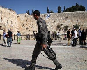 Israelischer Soldat vor der Klagemauer (Tempelberg)