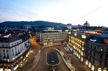 Zuerich  Schweiz  Paradeplatz mit UBS Bank und Credit Suisse