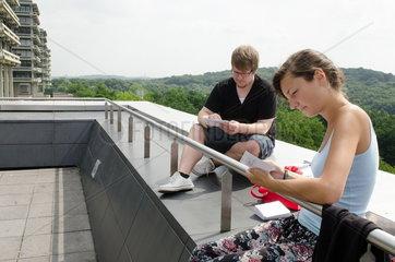 Studenten auf dem Campus der Ruhr-Universtaet Bochum