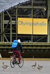 Muenchen  Deutschland  Detailaufnahme der Olympiahalle