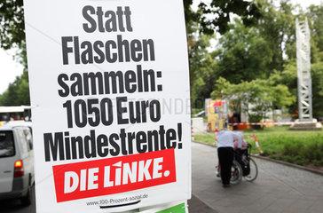 Berlin  Deutschland  Wahlplakat der Partei Die Linke zur Bundestagswahl an einer Strassenlaterne