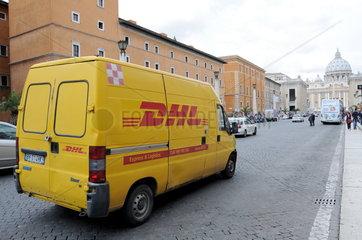 DHL Auslieferungsfahrzeug in Rom