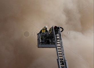 Feuerwehr auf einer Drehleiter