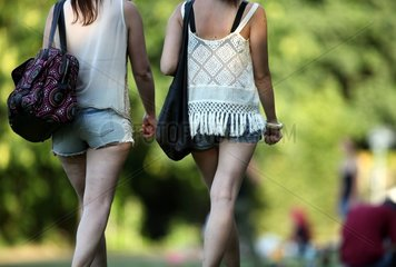Frauen in Hotpants