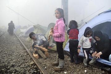 Fluechtlinge an der griechisch-mazedonischen Grenze in Idomeni
