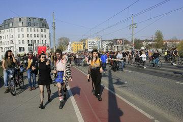 Laufmaschen gegen Mietenwahnsinn in Berlin