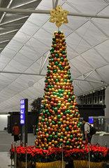 Weihnachtsbaum im Flughafen von Hongkong