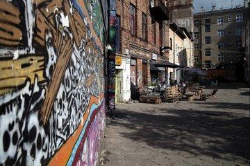 Graffiti und improvisierte Bar