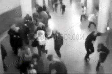 Ueberwachungskamera am Flughafen Bruessel zeigt Moment nach Explosion am 22.03.2016
