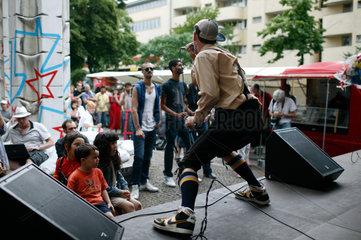 Berlin  Deutschland  Saenger einer Hip Hop Band  die auf der Wedding Dress 4 spielt