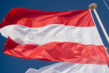 Frankreich  wehende Nationalflagge Oesterreichs