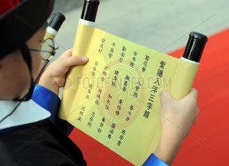 China. Grundschueler werden eingeschult