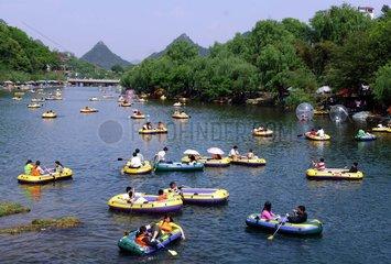 China  Bootfahren auf dem Huaxi-Fluss in der Guizhou Provinz