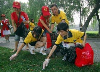 China: Kontrolle der Wasserqualitaet des West Lakes in Hangzhou