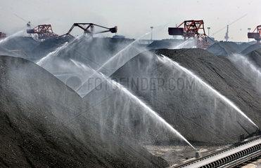 China  Qinhuangdao in der Hebei Provinz. Kohlehafen