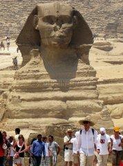 Aegypten  Touristen bei den Pyramiden